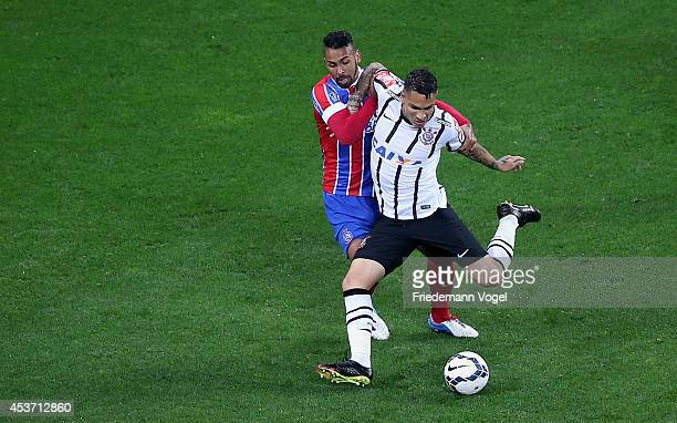 Guerrero of Corinthians fights for the ball with Kieza of Bahia during the match between Corinthians and Bahia for the Brazilian Series A 2014 at...