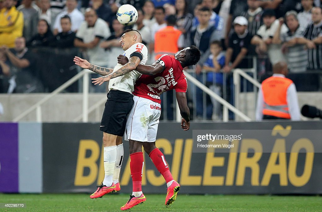Guerrero of Corinthians fights for the ball with Paulao of Botafogo during the match between Corinthians and Internacional for the Brazilian Series A 2014 at Arena Corinthians on July 17, 2014 in Sao Paulo, Brazil.