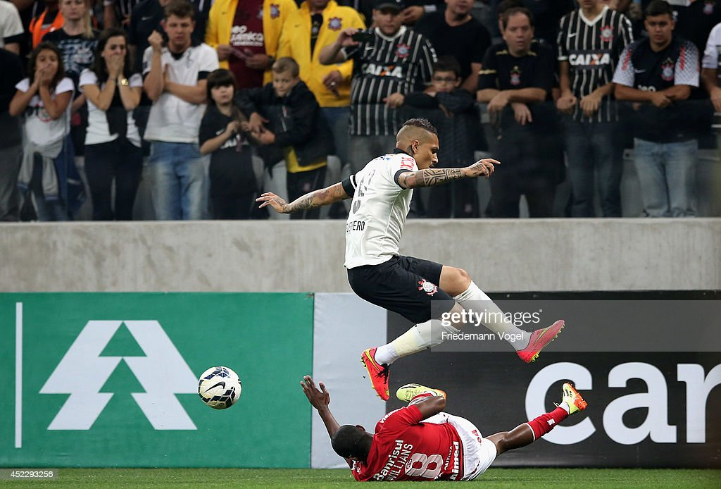 Guerrero of Corinthians fights for the ball with Willians of Internacional during the match between Corinthians and Internacional for the Brazilian Series A 2014 at Arena Corinthians on July 17, 2014 in Sao Paulo, Brazil.