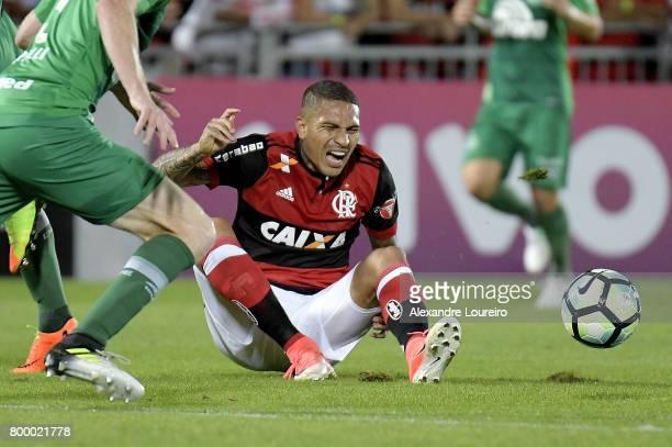 Guerreroof Flamengo yells during the match between Flamengo and Chapecoense as part of Brasileirao Series A 2017 at Ilha do Urubu Stadium on June 22...