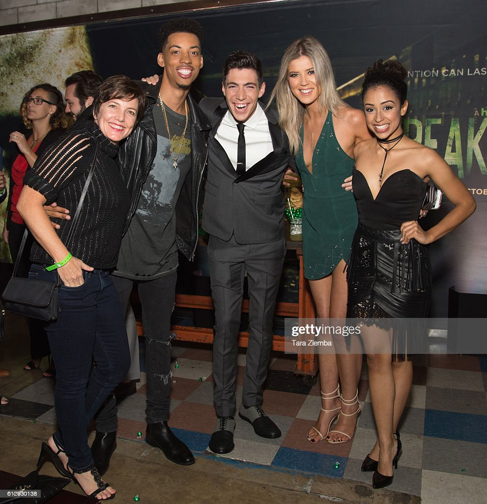 Premiere of hulus guest actors melvin gregg tyler chase meghan rienks and liza koshy attend the kristyandbryce Gallery