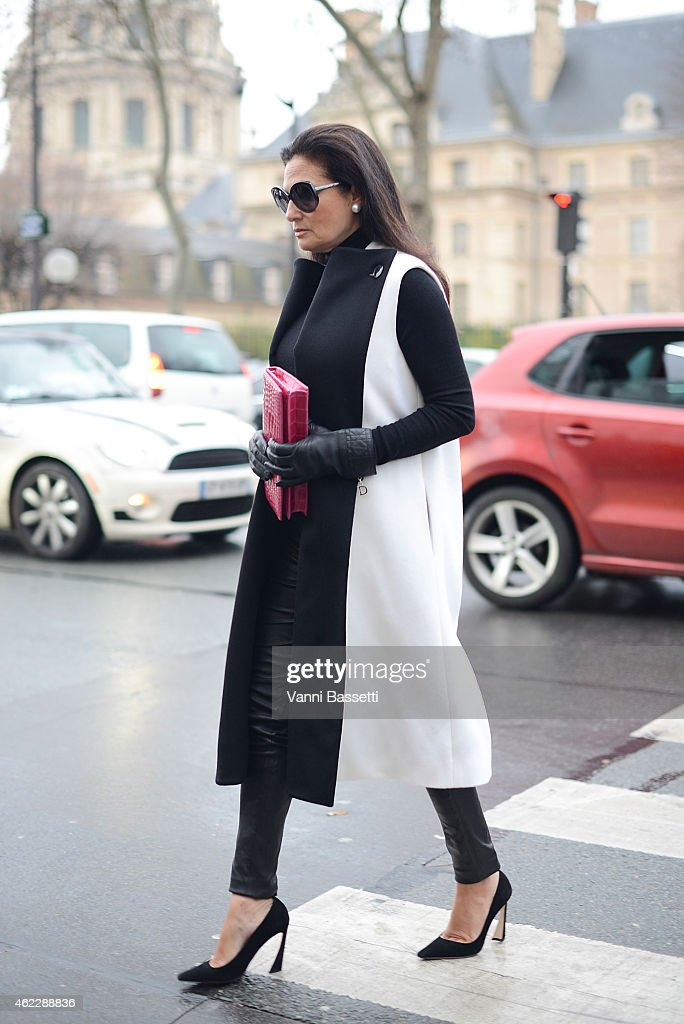 Street Style - Day 2 - Paris Fashion Week : Haute Couture S/S 2015 : News Photo