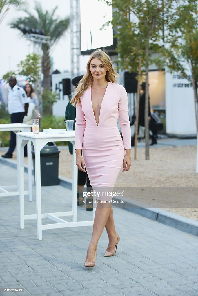 Street Style - Dubai FFWD Fall/Winter 2016 : News Photo