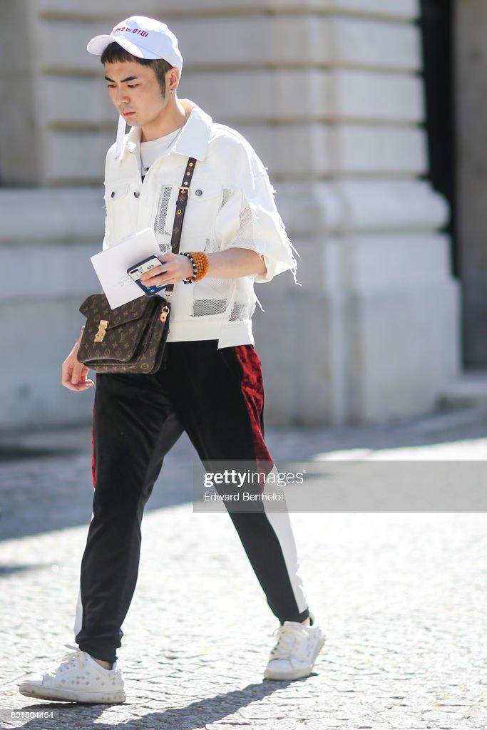 Balmain : Outside Arrivals - Paris Fashion Week - Menswear Spring/Summer 2018 : News Photo
