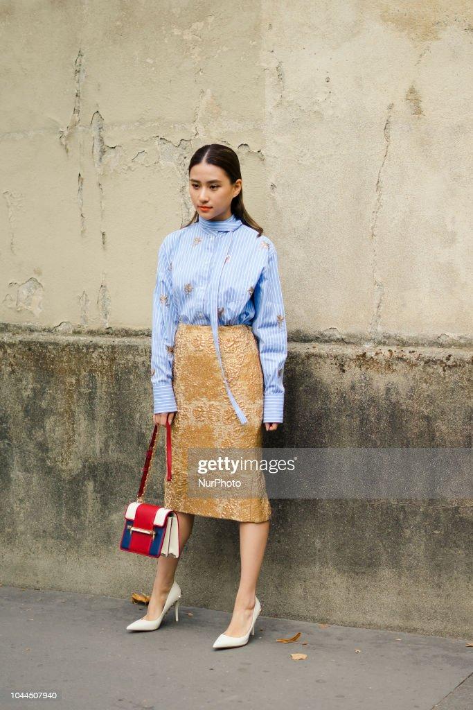 Street Style : Paris Fashion Week Womenswear Spring/Summer 2019 : Day Seven : Fotografía de noticias