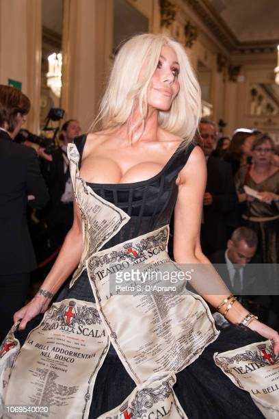 A guest attends the Prima Alla Scala at Teatro Alla Scala on December 7 2018 in Milan Italy