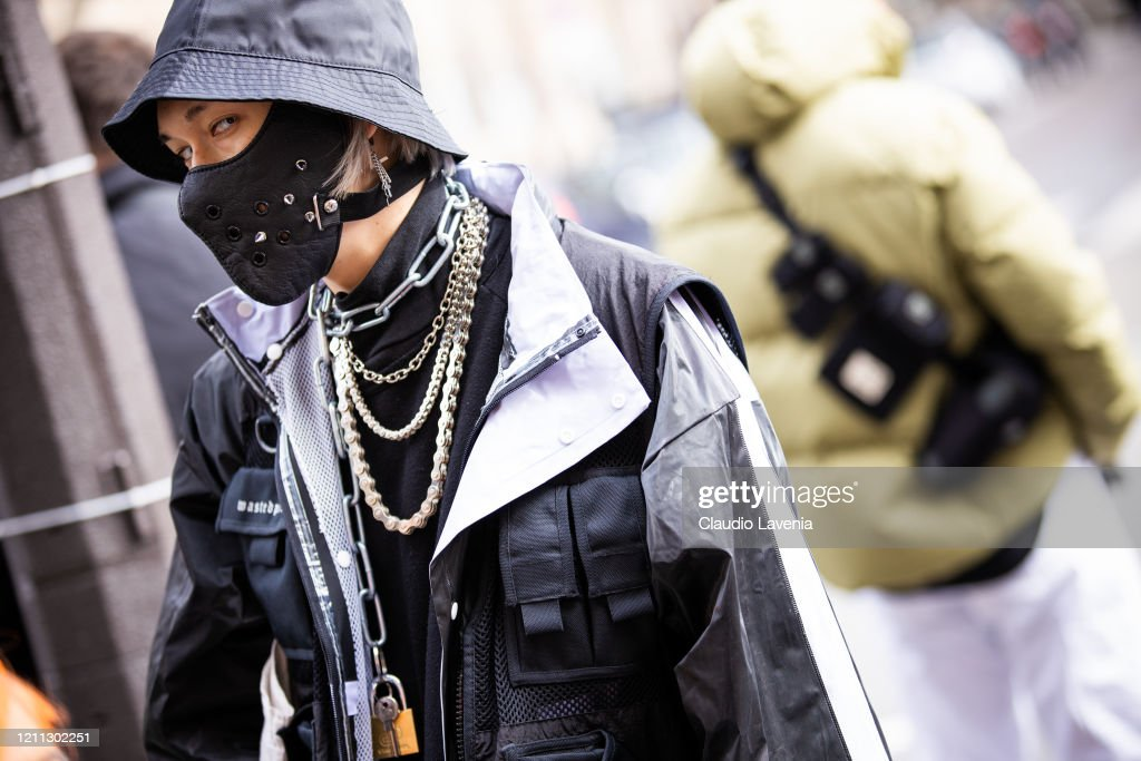 Street Style  - Paris Fashion Week - Womenswear Fall/Winter 2020/2021 : Day Six : News Photo