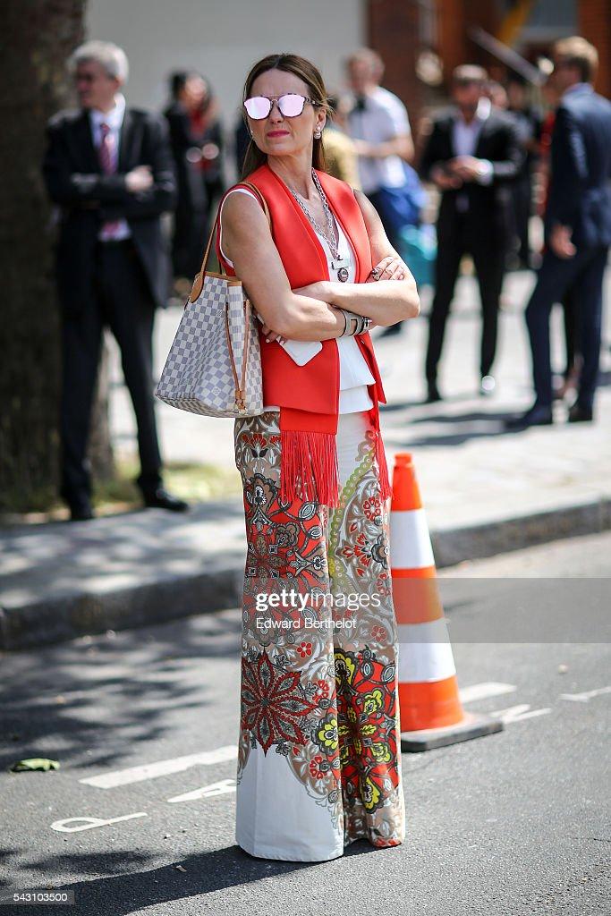 Street Style - Paris Fashion Week - Menswear Spring/Summer 2017 : Day Four : News Photo