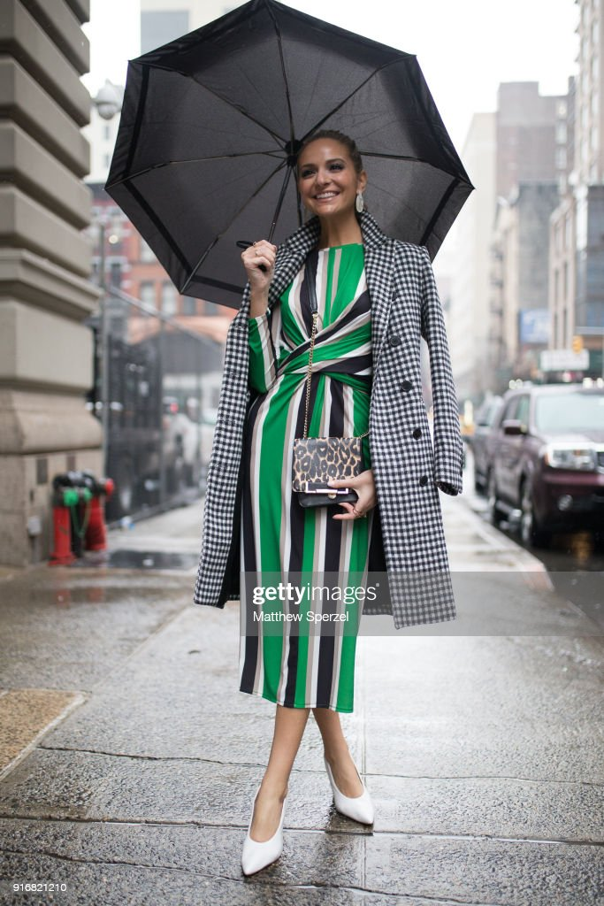 Street Style - New York Fashion Week February 2018 - Day 3 : Photo d'actualité