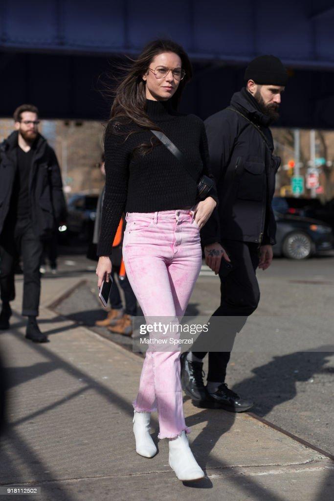 Street Style - New York Fashion Week February 2018 - Day 6 : News Photo