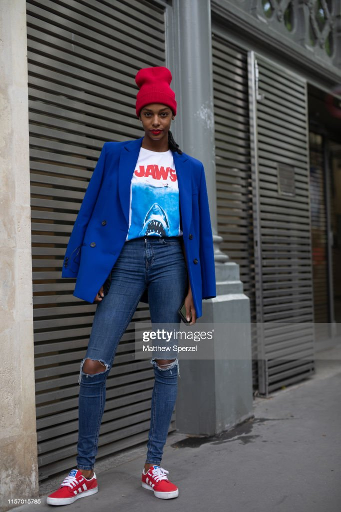 Street Style : Paris Fashion Week - Menswear Spring/Summer 2020 : Day Two : News Photo