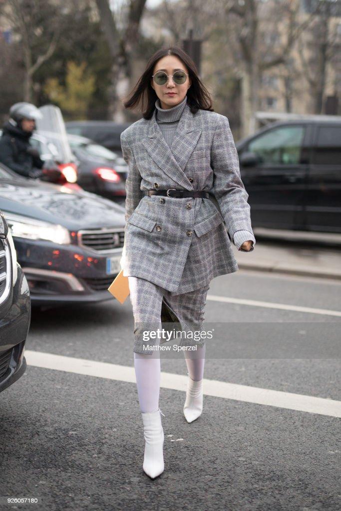 Street Style : Paris Fashion Week Womenswear Fall/Winter 2018/2019 : Day Four : ニュース写真