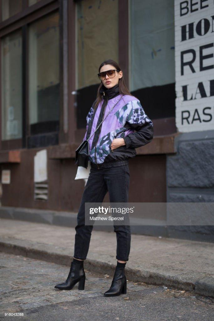 Street Style - New York Fashion Week February 2018 - Day 1 : News Photo