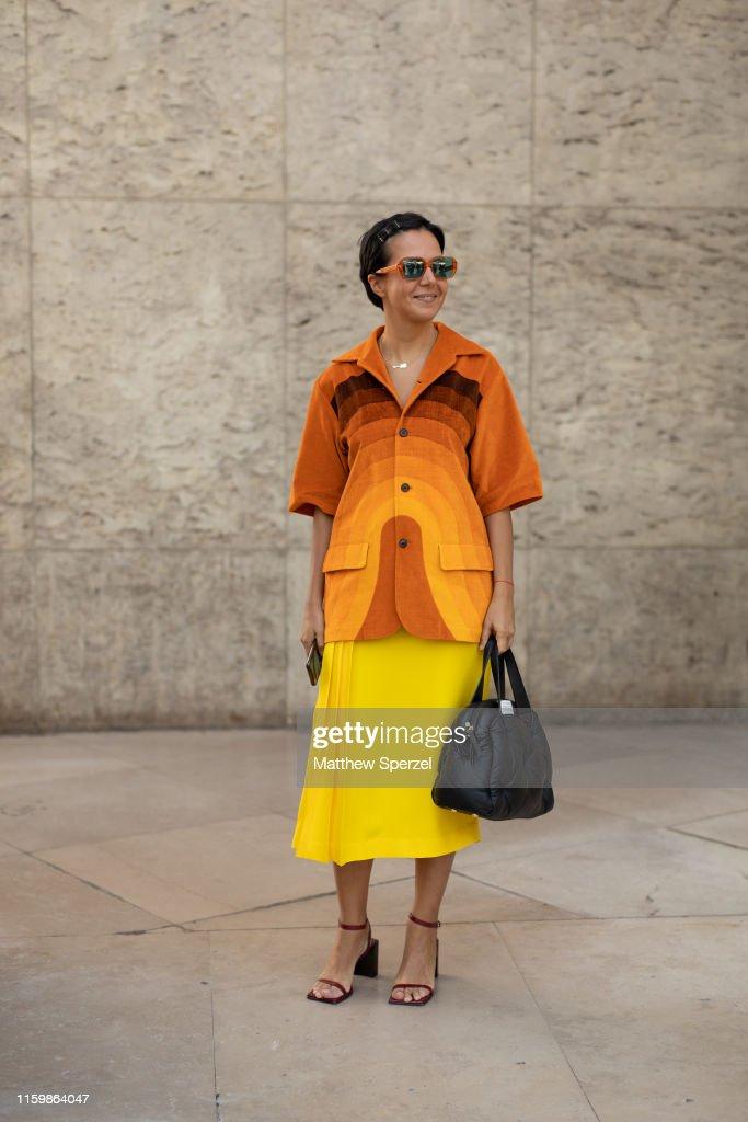 Street Style : Paris Fashion Week -Haute Couture Fall/Winter 2019/2020 : Day Four : Photo d'actualité