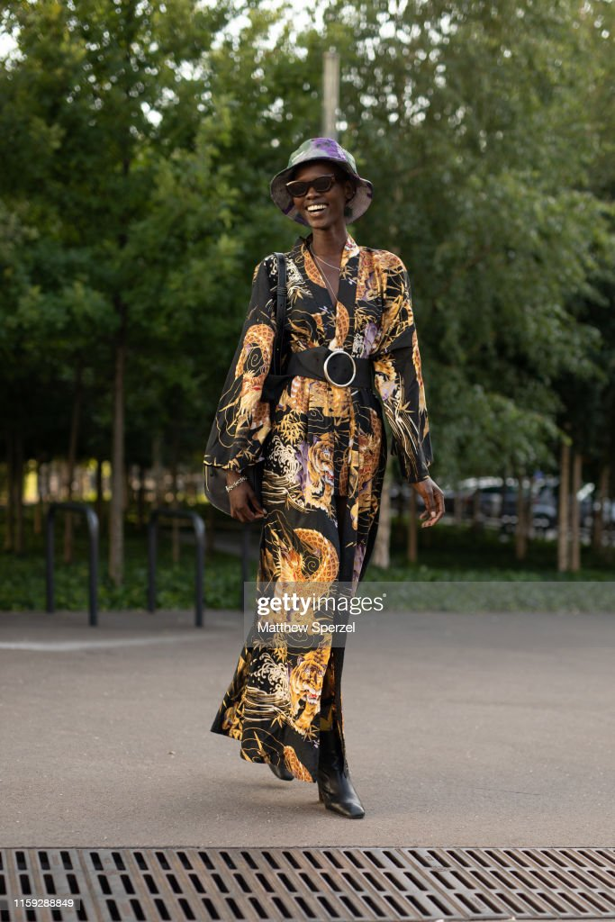 Street Style : Paris Fashion Week -Haute Couture Fall/Winter 2019/2020 : Day One : Photo d'actualité