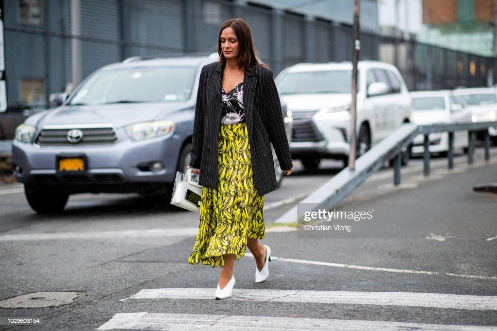 Street Style - New York Fashion Week September 2018 - Day 4 : ニュース写真