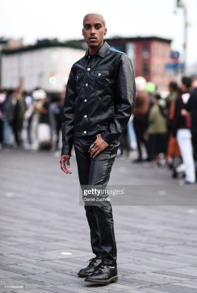 Street Style - New York Fashion Week September 2019 - Day 1 : News Photo