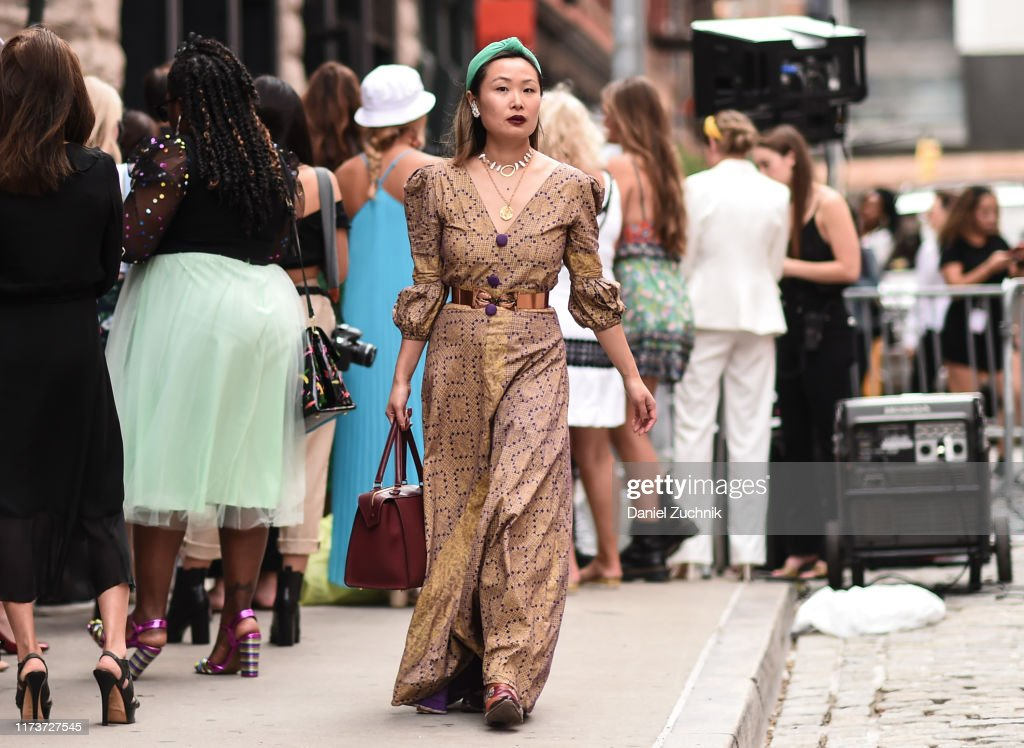 Street Style - New York Fashion Week September 2019 - Day 6 : News Photo