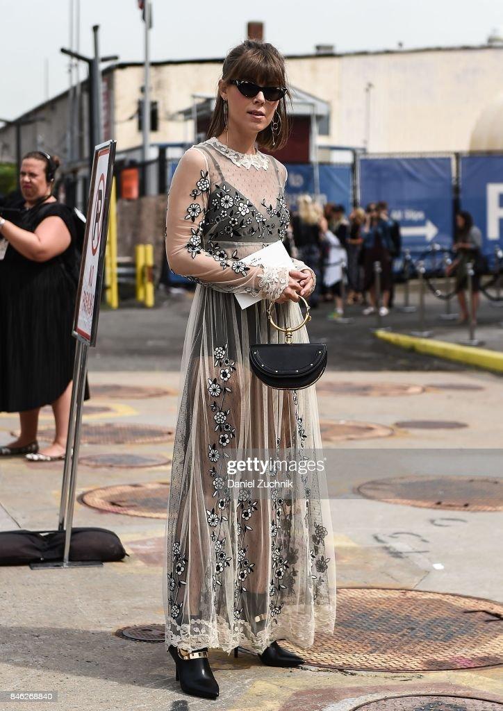 New York Fashion Week - Street Style - Day 6 : News Photo