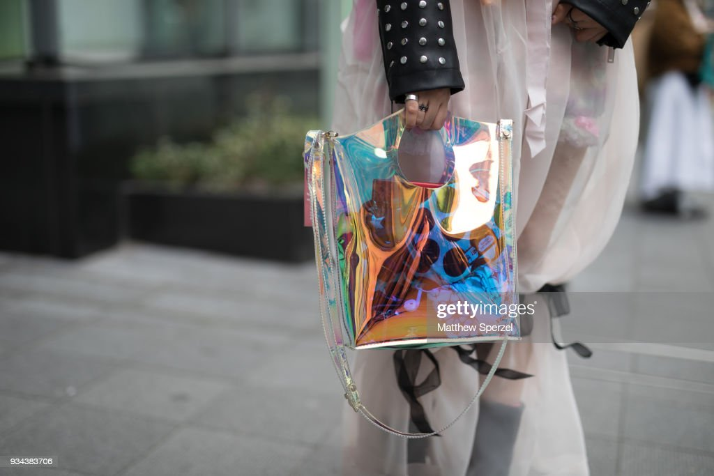 Street Style - Amazon Fashion Week TOKYO 2018 F/W : News Photo