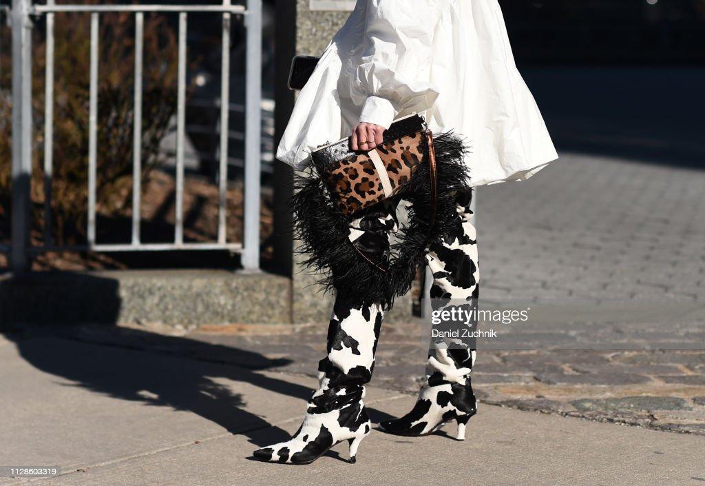 Street Style - New York Fashion Week February 2019 - Day 3 : News Photo