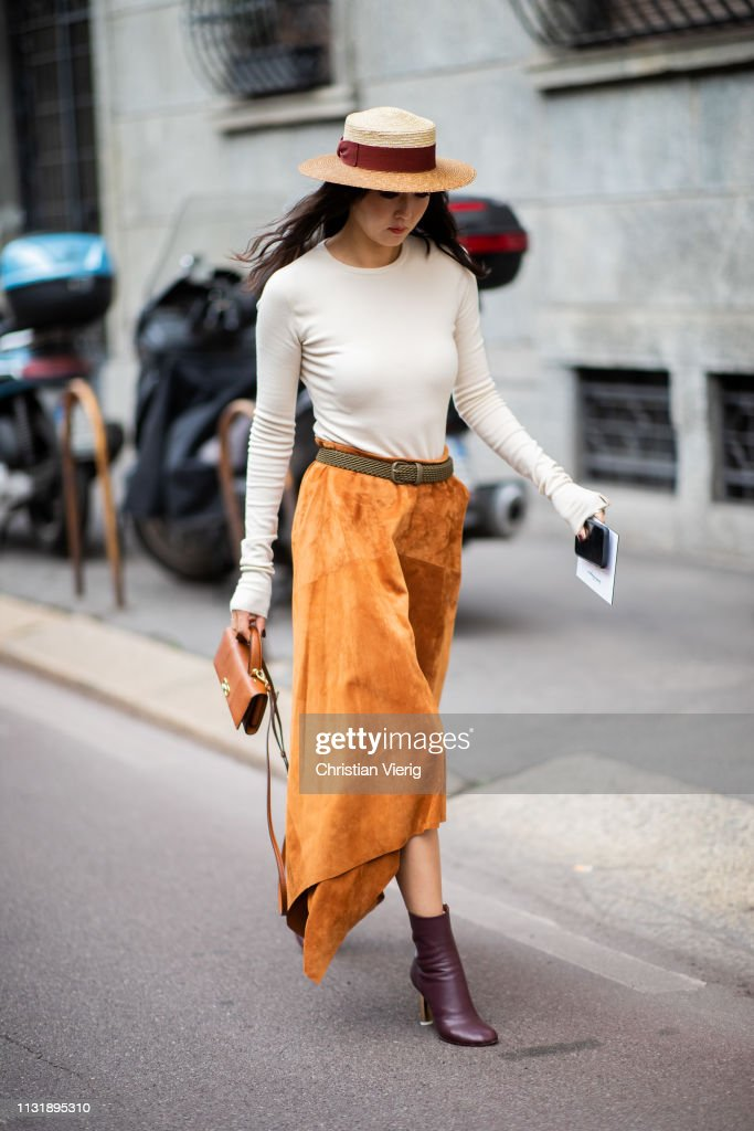 Street Style - Day 4: Milan Fashion Week Autumn/Winter 2019/20 : News Photo