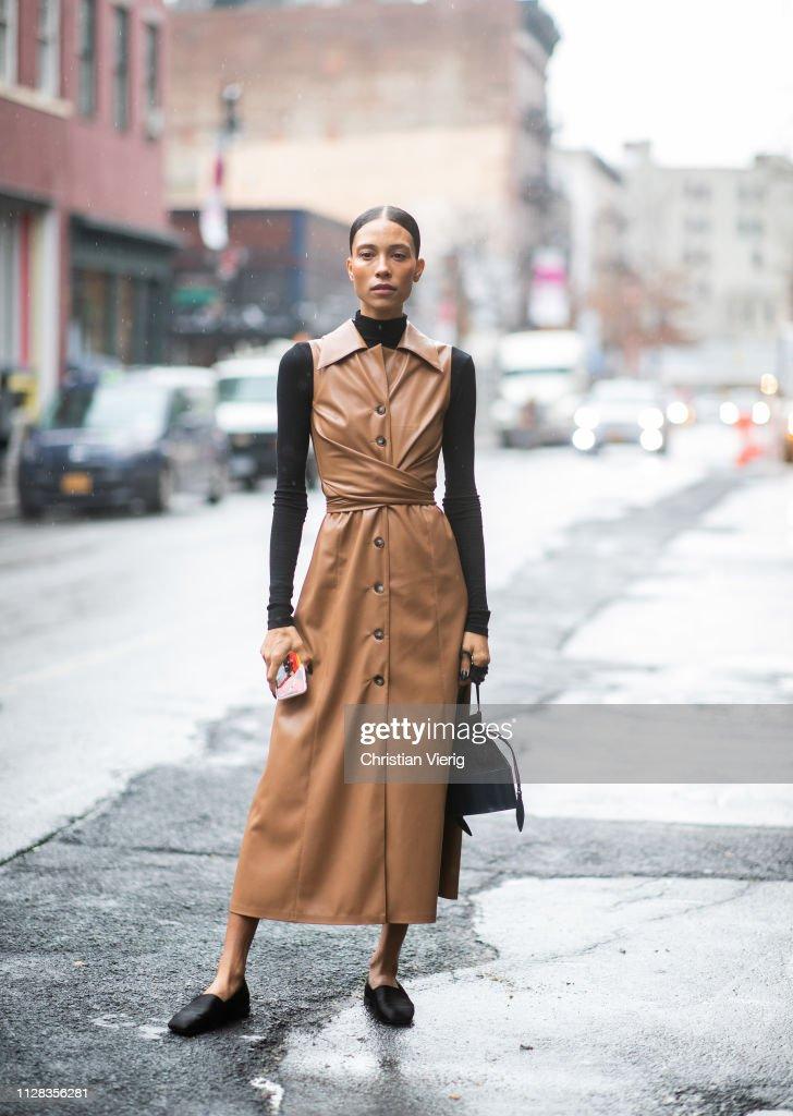 Street Style - New York Fashion Week February 2019 - Day 2 : News Photo