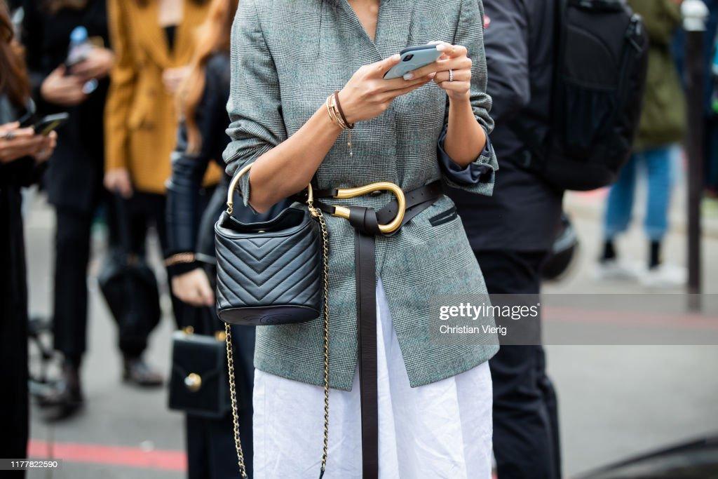Street Style : Paris Fashion Week - Womenswear Spring Summer 2020 : Day Six : Photo d'actualité