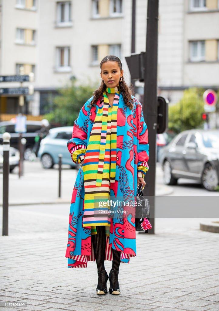 Street Style : Paris Fashion Week - Womenswear Spring Summer 2020 : Day Five : News Photo