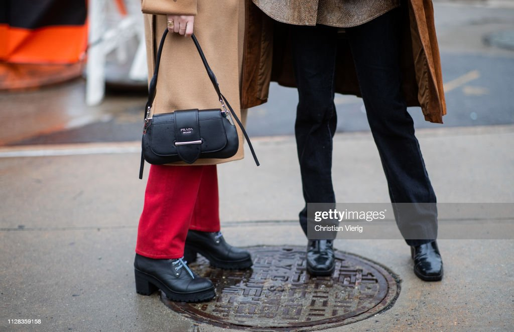 Street Style - New York Fashion Week February 2019 - Day 2 : News Photo