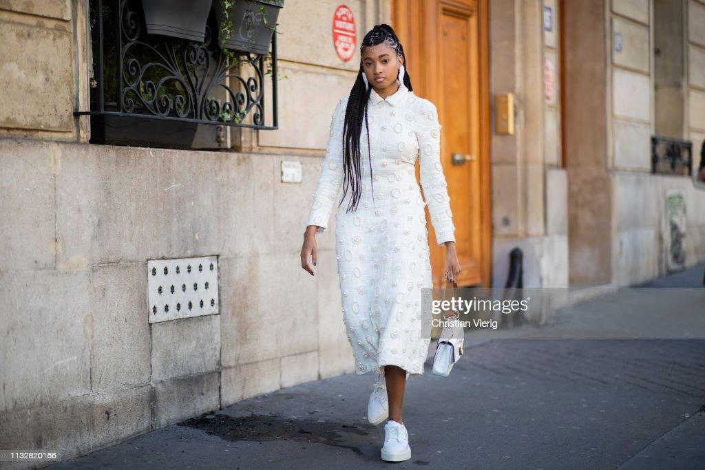 Street Style - Paris Fashion Week Womenswear Fall/Winter 2019/2020 : Day Three : Photo d'actualité