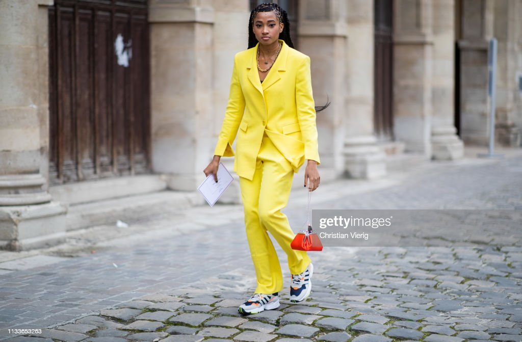 Street Style - Paris Fashion Week Womenswear Fall/Winter 2019/2020 : Day Seven : Photo d'actualité
