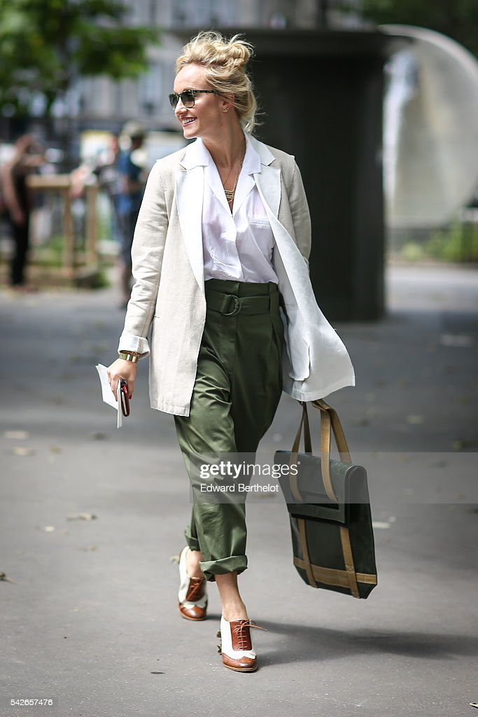 Street Style : Paris Fashion Week - Menswear Spring/Summer 2017 : Day Two : News Photo