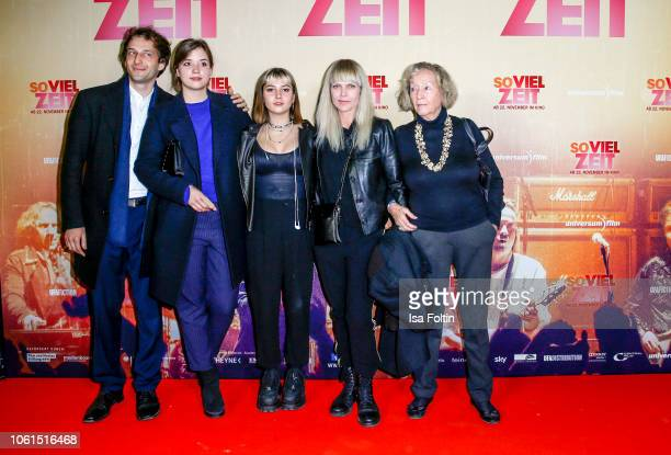 A guest Paulina Marie Josefine Liefers Lilly Anna Sophia Liefers German actress and singer Anna Loos Liefers and Brigitte LiefersWaehner mother of...