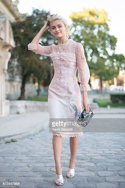 A guest poses wearing a Shiatzy Chen dress before the Shiatzy Chen show at the Grand Palais during Paris Fashion Week SS17 on October 4 2016 in Paris...