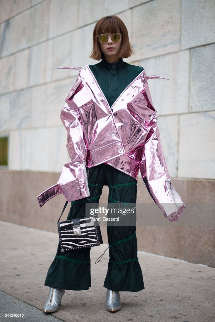 Street Style: February 23 - Milan Fashion Week Fall/Winter 2017/18 : News Photo