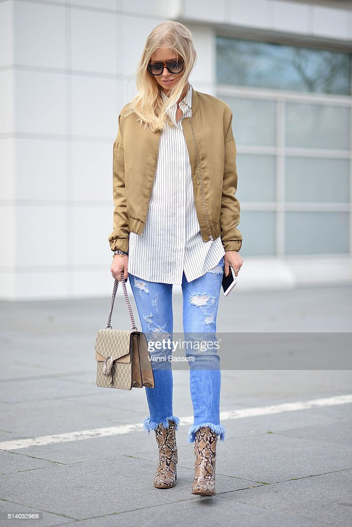 Street Style -Paris Fashion Week : Day Six Womenswear Fall Winter 2016/2017 : News Photo