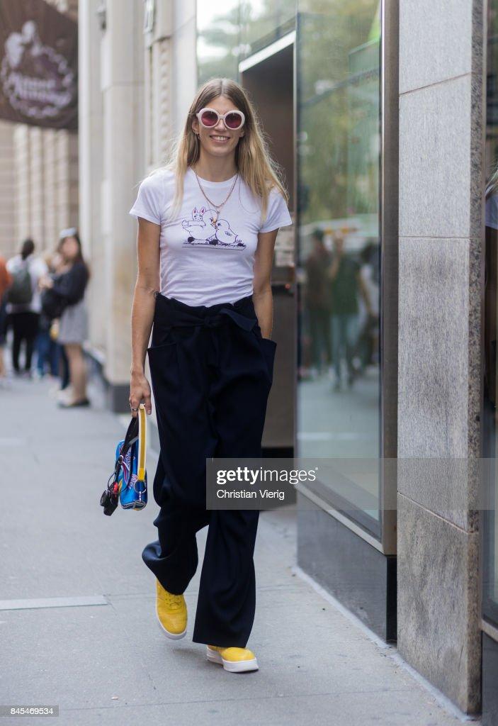 New York Fashion Week - Street Style - Day 4 : News Photo