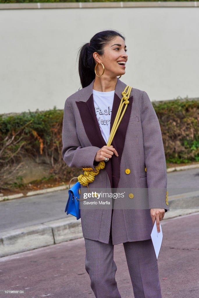 Street Style : Paris Fashion Week Womenswear Spring/Summer 2018 : Day 7 Hermes : Nachrichtenfoto