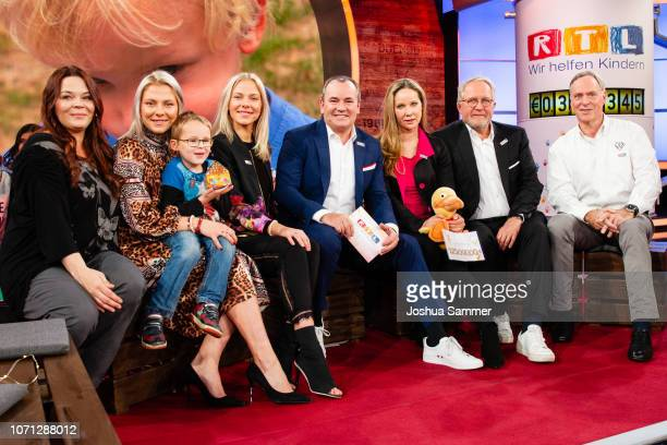 guest Valentina Pahde guestCheyenne Pahde Wolfram Kons AnnKathrin Kramer Harald Krassnitzer and guest during the 23rd RTL Telethon on November 22...