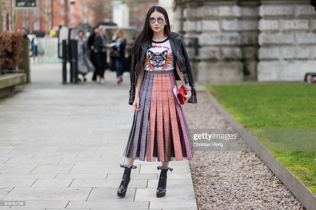 Street Style: Day 4 - LFW February 2017 : News Photo