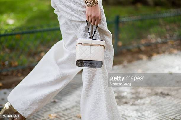 Guest wearing a Chanel bag during the Paris Fashion Week Womenswear Spring/Summer 2016 on Oktober 6, 2015 in Paris, France.