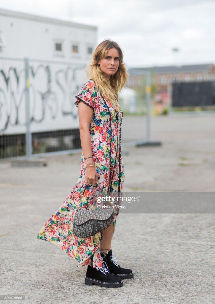 Street Style - Copenhagen Fashion Week Spring/Summer 2018: Day 3 : Nachrichtenfoto