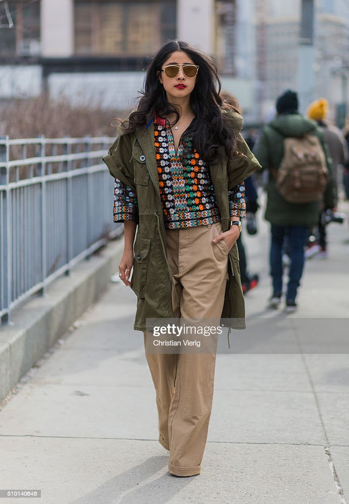 Street Style - Day 2 - New York Fashion Week: Women's Fall/Winter 2016 : Fotografía de noticias