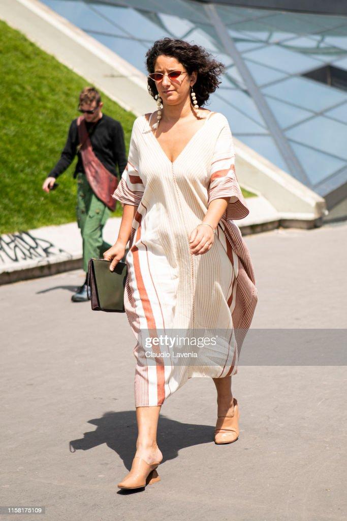 Street Style : Paris Fashion Week - Menswear Spring/Summer 2020 : Day Six : News Photo