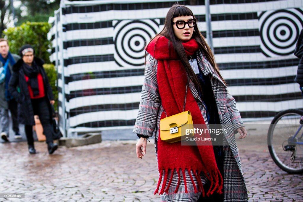 Street Style: January 11 - 93. Pitti Uomo : Photo d'actualité
