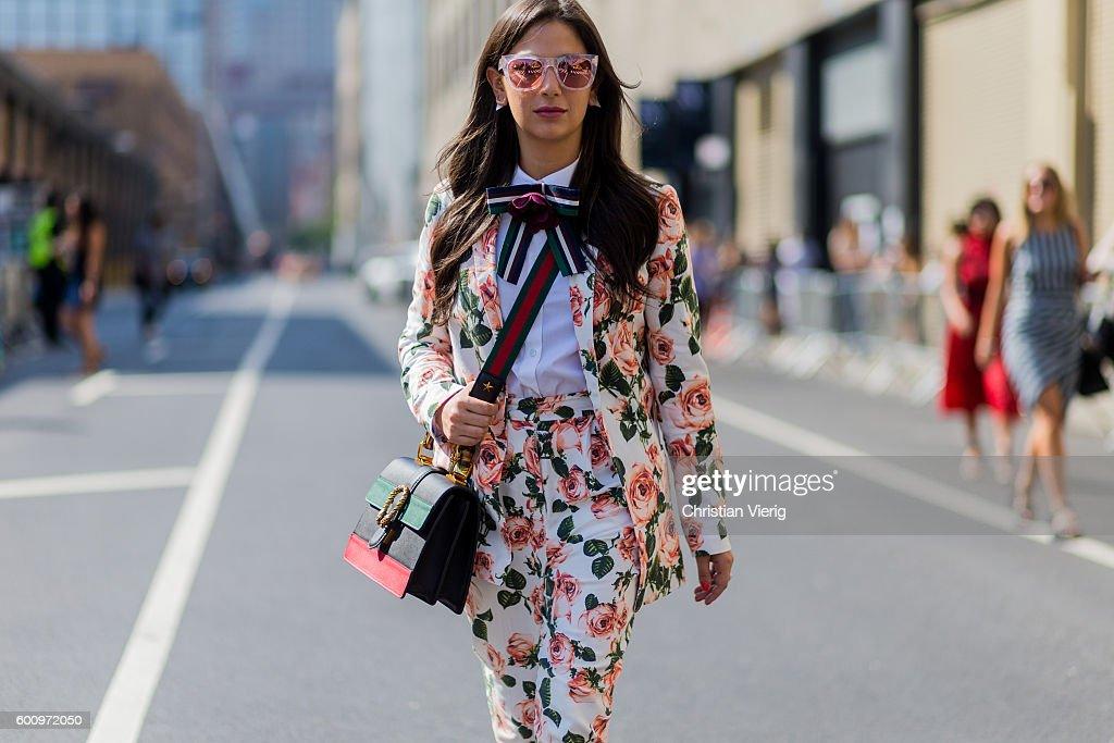 Street Style - September 2016 New York Fashion Week - Day 1 : News Photo