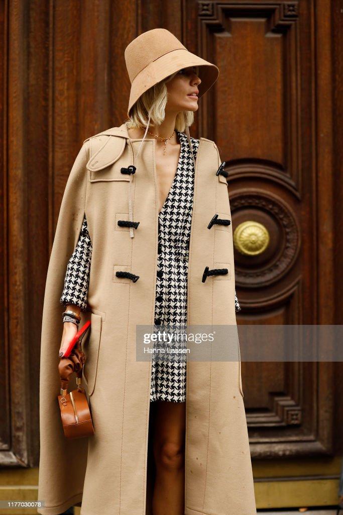 Street Style : Paris Fashion Week - Womenswear Spring Summer 2020 : Day Three : ニュース写真