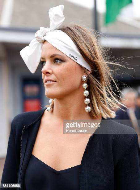 A guest wearing Nerida Winter headpiece at TAB Everest Day at Royal Randwick Racecourse on October 14 2017 in Sydney Australia