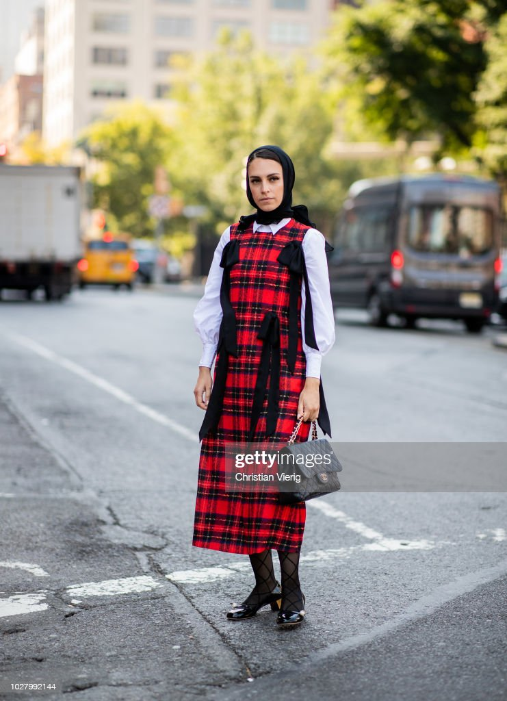 Street Style - New York Fashion Week September 2018 - Day 2 : News Photo